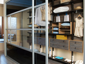 Линейный вариант гардеробной комнаты