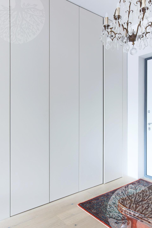 Шкаф со скрытыми дверьми